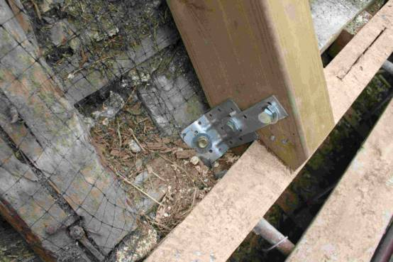 The Foot Of One Of The Main75 X150 Rafters Its Bolted